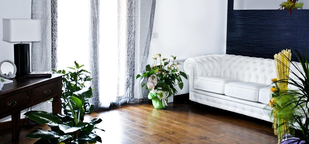L'ampia ed accogliente zona living è ideale per intrattenersi, leggere e rilassarsi.
